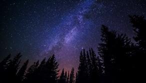全宇宙の星の数 vs コップ一杯の水分子の数 どちらが多い?